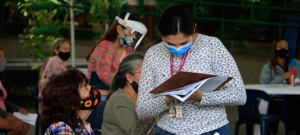 Víctimas del conflicto armado que viven en Medellín reciben $1.995 millones en indemnizaciones