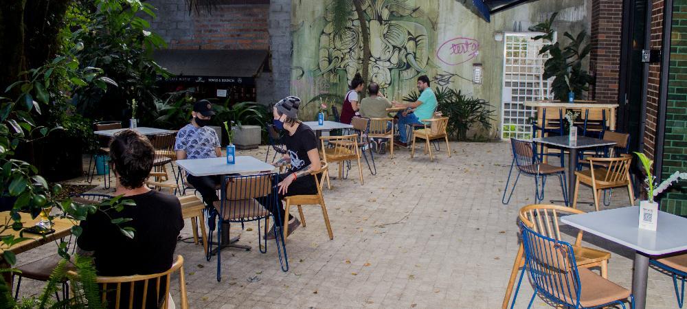 En la reactivación económica, la Alcaldía de Medellín acompaña a comerciantes para un mejor aprovechamiento del espacio público