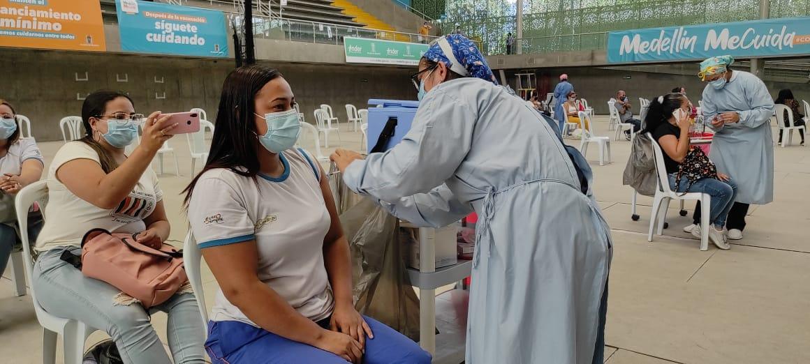 Con 2.225 dosis inició vacunación a agentes educativos de Buen Comienzo