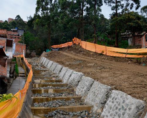 Primer frente de trabajo para la conducción de aguas hacia el cauce de la quebrada La Cascada