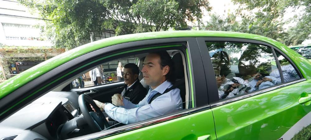 En Medellín ya circulan taxis eléctricos