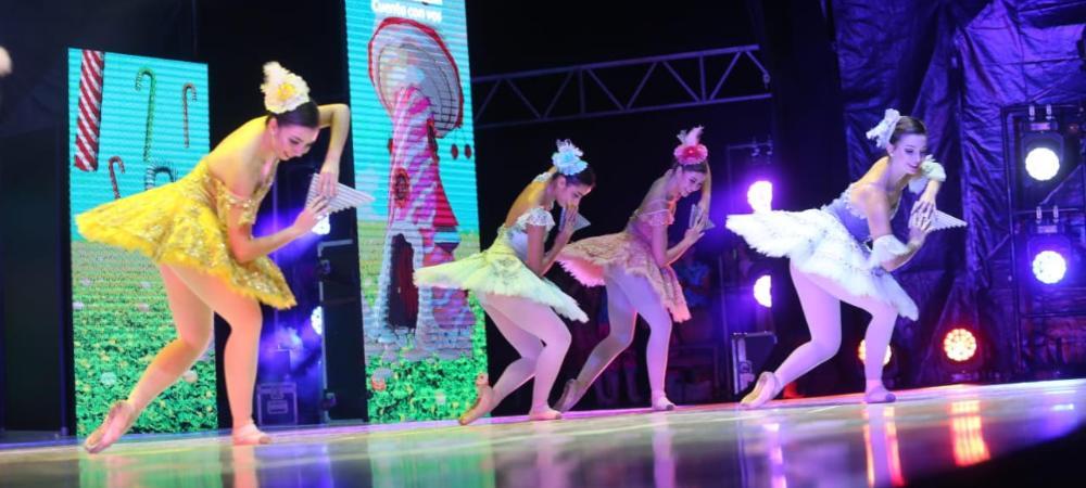 Lleno total en Ciudad del Río, lugar de encuentro de más de mil personas que se acercaron a disfrutar del concierto de Navidad Cascanueces, una historia clásica mundial llena de ballet, música y espíritu decembrino. Foto Sergio González